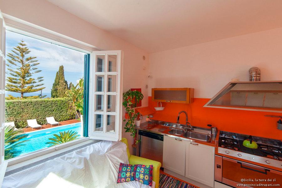 Trapani affitto vacanze piscina lusso villa chansonderoland for Affitto arredato trapani